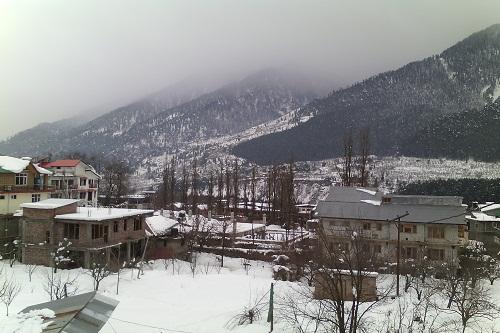 Snowfall in Aleo, Manali