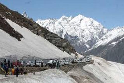 Traffic at Rohtang Pass